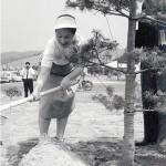 記念植樹される妃殿下